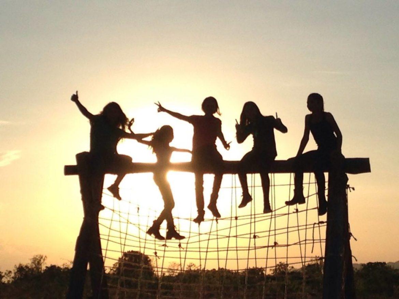 Em contato com a natureza, escola de Goiás educa para a felicidade