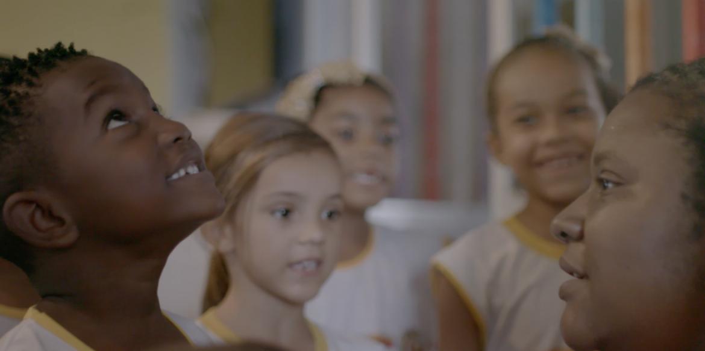 Série mostra experiências e práticas pedagógicas de escolas que transformam