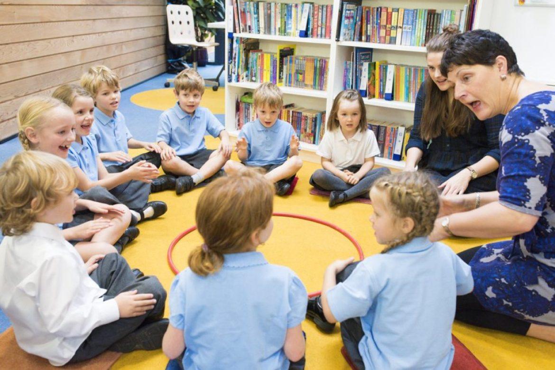Debate discute principais tensões na relação família e escola